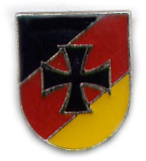 [img]http://www.neumeyer-abzeichen.de/Artikel/Flaggenpins/Bild-gross/Deutschland-mit-Kreuz.jpg[/img]